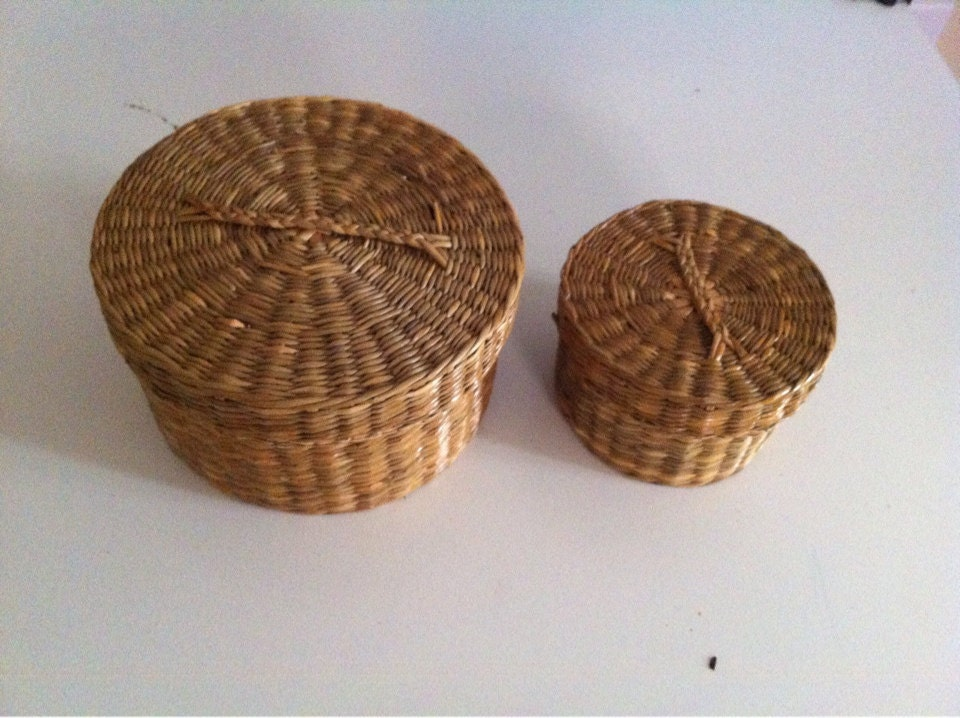 set of two small wicker baskets with lids and handles. Black Bedroom Furniture Sets. Home Design Ideas