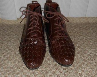 ON SALE Vintage 80's-90's Brown Woven Leather Lace Up Boots - Size 6