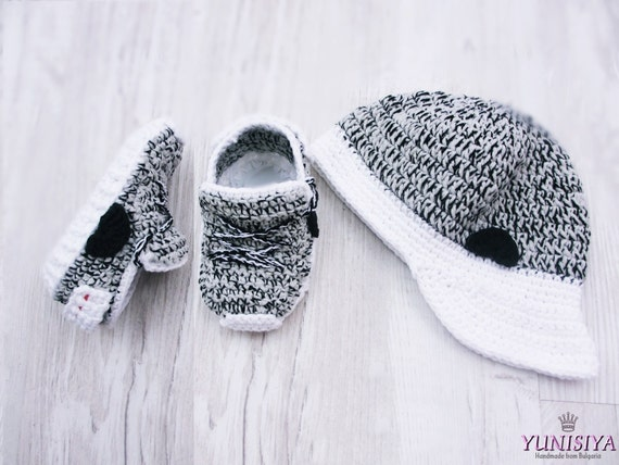 Crochet Yeezy : Crochet baby shoes, The Yeezy Boost 350, Baby Street Shoes, Yeezy 750 ...