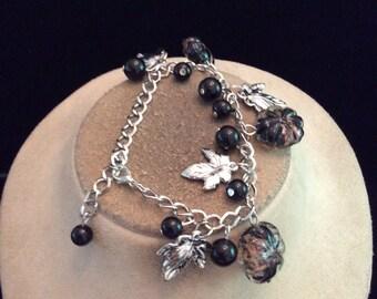 Vintage Chunky Black Glass & Dangling Silvertone Leaf Charm Bracelet