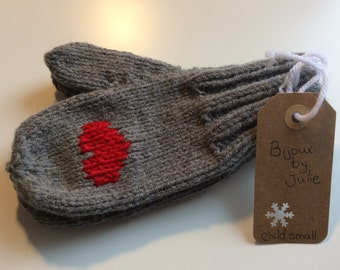 Ready-made mittens - Red hearts