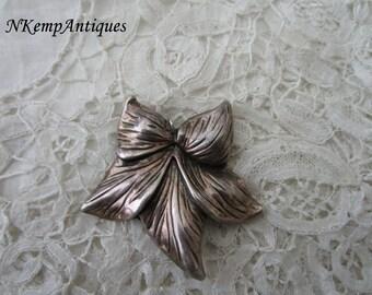 Old flower pendant