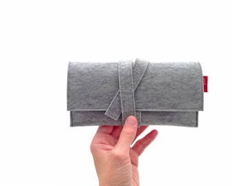 Handmade gray mélange felt pochette, wallet with closing band inspired by the Japanese Obi belt.