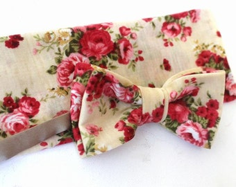 bow tie,mens bow,bow,handkerchief,in ivory with red roses as a set in a cottage style