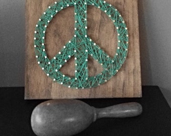 String Art Peace Sign - wooden sign - hippie sign - 1960-1970 era - home decor - decorative sign