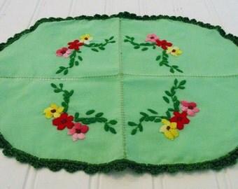 Vintage Doily Green Floral Crochet Trim Floral Embroidered Granny Decor Vintage Doilies
