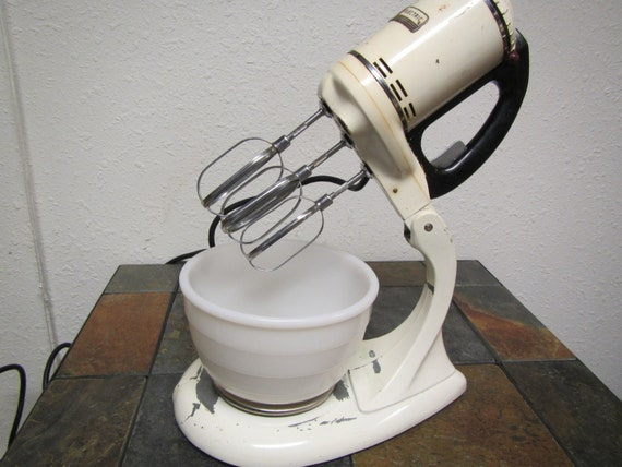 Electric Mixer Beaters ~ Vintage beater general electric mixer with mixing bowl