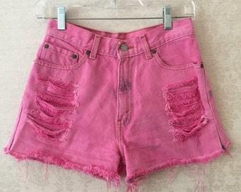 High waisted pink Levi shorts
