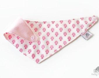 Tilda bandana bib, drool bib using Tilda Fabric with absorbent layer, Vintage style bandana bib, dribble bib, bandana for age 3-24 months