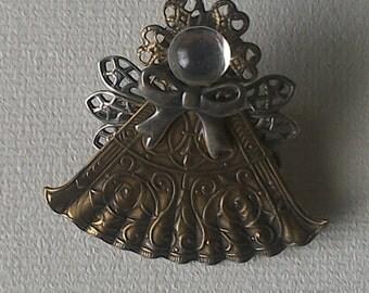 Decorative Fan Pin
