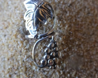 Sterling Silver Grape Vine Ring...... Size 5