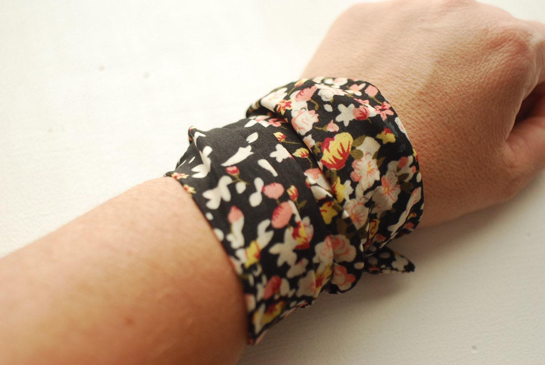 Flower Wrist Pattern: Rockabilly Black Flower Pattern Wrap Bracelet Iron Wire Wrist