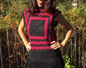 Crochet knit top, black, pink, fringed, medium