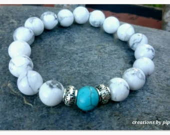 White & Blue Turquoise Howlite Beaded Bracelet