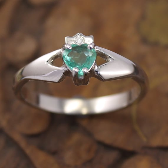 real emerald and contemporary claddagh ring 14k or
