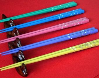 Lacquer Wooden Chopsticks and Wooden Chopsticks Rest Set of 5