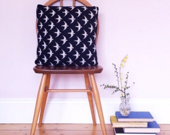 Swift cushion, swift pillow, knitted cushion, swift cushion, bird cushion, knitted lambswool, handmade cushion, machine knitted, bird pillow