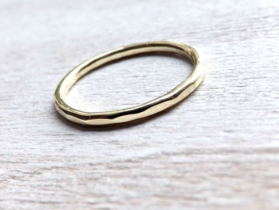 Schlichter goldring  zarter Gold Ring schlichter Goldring gehämmert Zusteckring