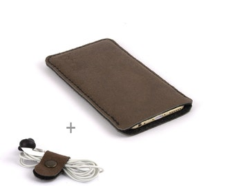 Leather iPhone 7 case. Brown iPhone 7 Plus sleeve Also for iPhone 6s / 6s plus. Black wool felt. Leather sleeve. Leather pouch iPhone SE