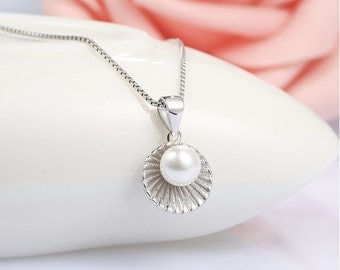 FREE SHIPPING* 925 Sterling Silver Pearl Shell Necklace