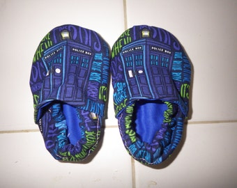 Crib shoes with Dr. Who tardis