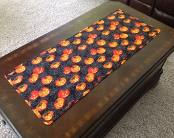 Quilted Tablerunner in a Colorful Pumpkin Print