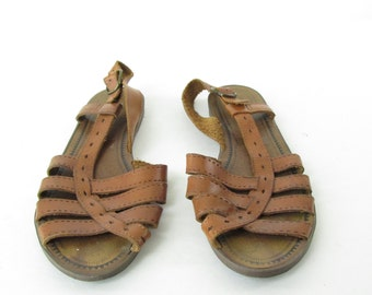 Vintage Leather Strappy Flat Sandals // Size 7