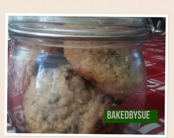 8 pieces or more chocolate chip oatmeal cookies