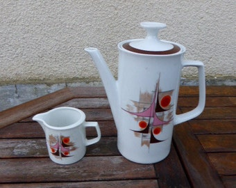 Cafetière et pot a lait vintage et design 1970. Winterling Bavaria Marktleuthen, en porcelaine