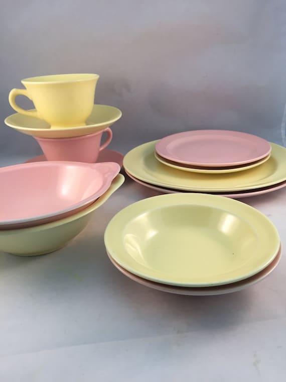 vintage t s t lu ray pastels dishes set of 12 1940 39 s. Black Bedroom Furniture Sets. Home Design Ideas