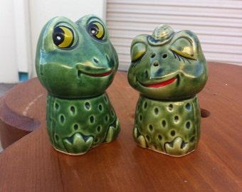 Vintage salt and pepper shaker frogs cute