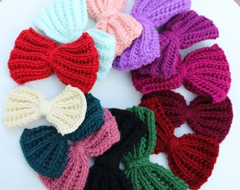 Bow Brooch, Hand knit bow brooch, knitted pin bow badge, Bow hair clip, knitted accessory
