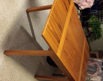 Vintage Mid Century expandable Table in Excellent Cond