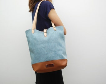 Tote bag Denim 20onz , sky blue color, leather bottom with  handles and closures in leather