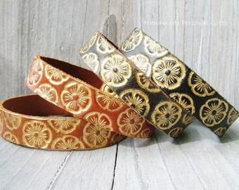 Leather bracelet, flowers in gold, boho.