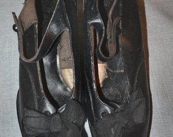 Vintage 1920's Black Leather Mary Janes w Bow & Cuban Heel