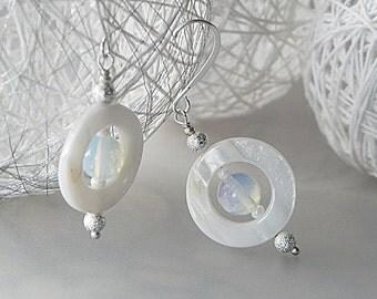 Shell Earrings, White Earrings, Mother of Pearl, Pearl Earrings, Abalone Earrings, Seashell Jewelery, Ocean Jewelery, Beach Jewelery