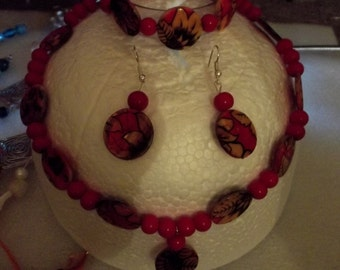 Red flowered necklace set