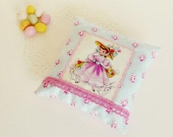 Retro inspired lavender sachet/Home Decor