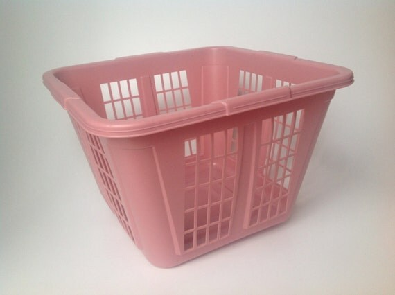 Vintage Rubbermaid Laundry Basket In Pink Roughneck Laundry