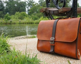 The Metropolitan 505 Briefcase .  Made from Vegetable Tanned Leather .Handstitched using the traditional saddle stitch .