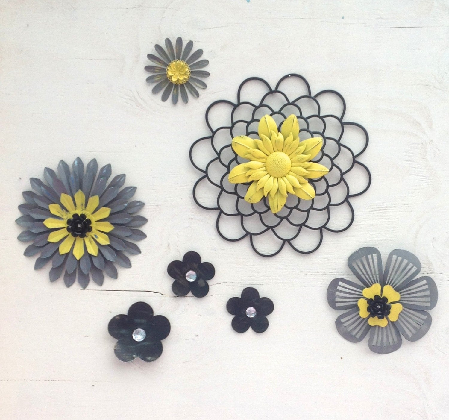 Yellow gray black 3d metal flowers outdoor fence wall art for Outdoor wall flowers