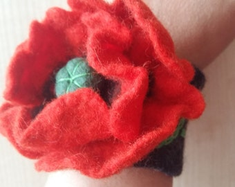 Felt Wool Bracelet.Wool Bracelet .Felt Bracelet .Felt flower.Red flower.Natural wool.Eco -frendly.Natural jewelry.