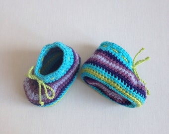 Striped crochet baby booties in organic cotton. Size 0 - 3 months