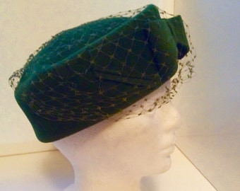 Beautiful Vintage Forest Green Genuine Velour Veiled Hat