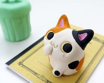 "Cat figurine of Ceramics ""A pretty small calico cat #2"" 猫 置物  工房しろ 日本"
