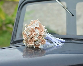 Romantic bridal bouquet flowers and pearls
