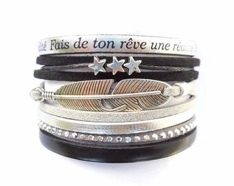 """bracelet manchette cuir argenté """"fais de ton rêve une réalité"""" cuir noir et plume"""