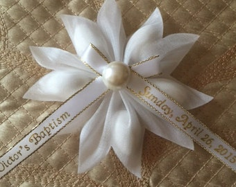 Pearl Center Jordan Almond Flower! Holds 5 Jordan Almonds. Per dozen. Comes with plain white ribbon, personalized ribbon sold seperately.