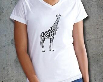 Giraffe Shirt, Giraffe t shirt, Womens v neck, Animal Shirt, Giraffe art, Womens Tee, Womens Tshirts, Ladies T Shirt, Funny animal art